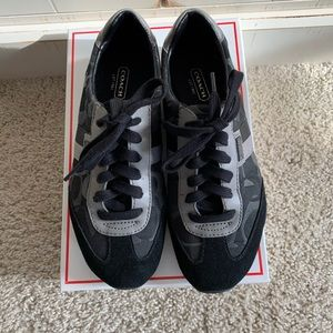 Coach Kinsley Optic Signature shoes in black!